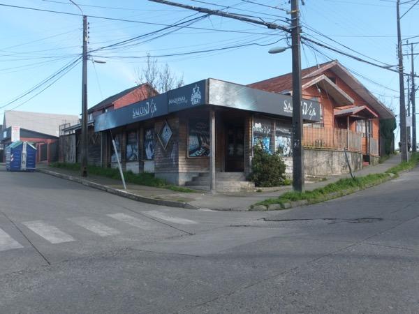 CALBUCO VENDE  CASA CON LOCAL COMERCIAL